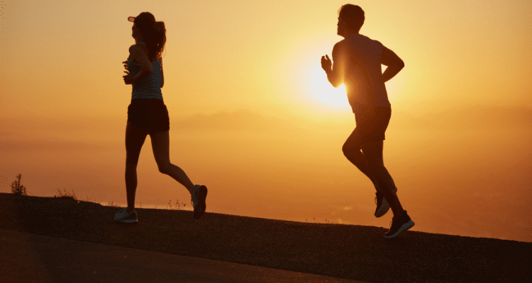 couple training to achieve a fitness goal
